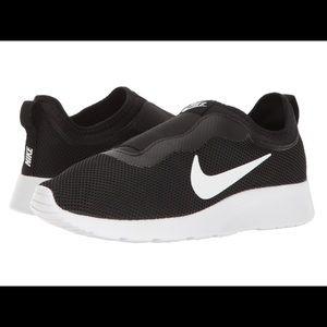 Nike Tanjun Slip Black/White Sneakers